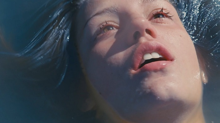Screenshot: Blue is the Warmest Color